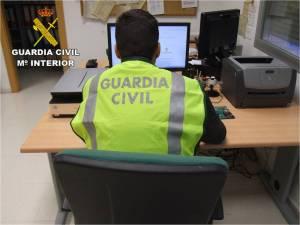 La Guardia Civil de Almoradí auxilia a una mujer con graves problemas para respirar