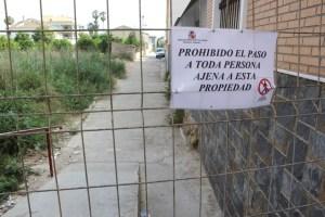 Cierran el tramo peatonal del azarbe de la Comuna de Rojales debido a su deterioro
