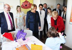 La consellera de Sanidad visita el Hospital Vega Baja y el de Torrevieja en la mañana de Nochebuena