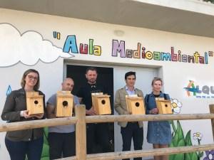Bigastro inicia la instalación de cajas nido para la población de aves que combaten plagas como mosquitos o procesionaria
