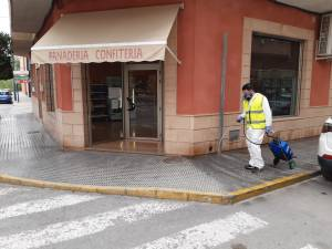 Bigastro y Almoradí también desinfectan sus calles, plazas y parques