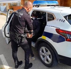 """La Policía Local de Pilar de la Horadada detiene a dos ladrones """"con las manos en la masa"""""""