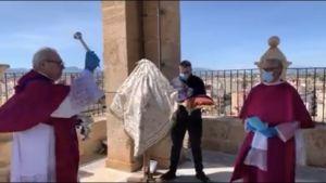 El Cabildo Catedralicio de Orihuela lleva a cabo el ritual del conjuro en tiempos de epidemia o gripe