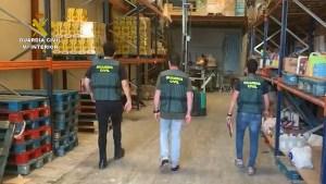 La Guardia Civil detiene en Almoradí a dos estafadores por la compra de 28.000 euros en whisky