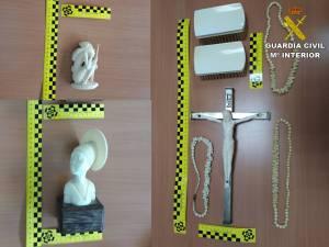 La Guardia Civil interviene en la Vega Baja piezas de marfil comercializadas de manera ilícita