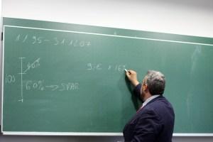 La Plataforma de Docentes por la Libertad Lingüística afirma que el profesorado de la Vega Baja vuelve a indignarse ante una reunión sobre el plurilingüismo