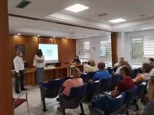 Los residentes británicos de Orihuela muestran su interés para tramitar su permiso de residencia en España