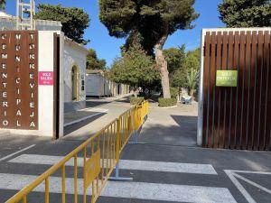 Finalizan los trabajos para el operativo especial de Todos los Santos en los cementerios de Torrevieja