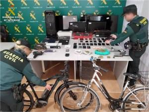 La Guardia Civil desarticula un grupo criminal en Torrevieja que robaba bolsos para comprar droga