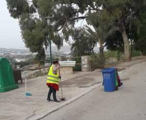 Redován contrata a dos peones agrícolas para el mantenimiento y limpieza del área recreativa de la Ermita