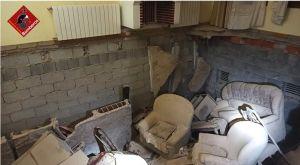 Tres heridos tras derrumbarse parte del suelo en el salón de una vivienda en Cox