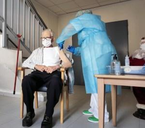 Batiste Martí, de 81 años, el primero en recibir la vacuna contra la COVID-19 en la Comunidad Valenciana