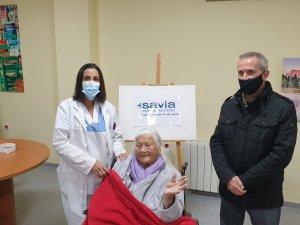 Pamela Sullivan, de 98 años, la primera en recibir la vacuna en la residencia de mayores de Orihuela Costa