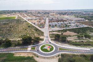 Abre al tráfico la nueva rotonda de acceso a la urbanización 'El Oasis' y el carril bici en el casco urbano de San Fulgencio