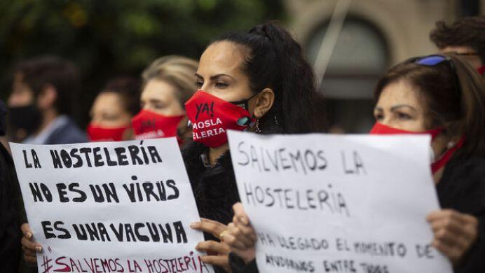 Manifestación Hostelería Sevilla La hostelería se echa a la calle para  exigir ayudas a fondo perdido