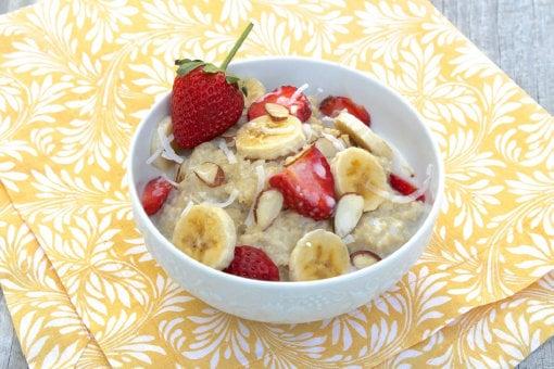 Porridge de avena con fruta y canela
