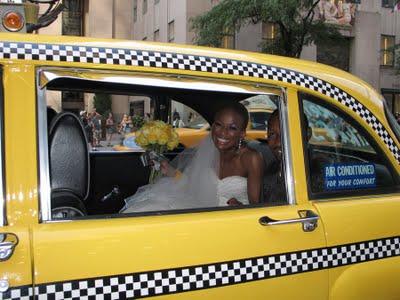 Novia en taxi Blog de bodas