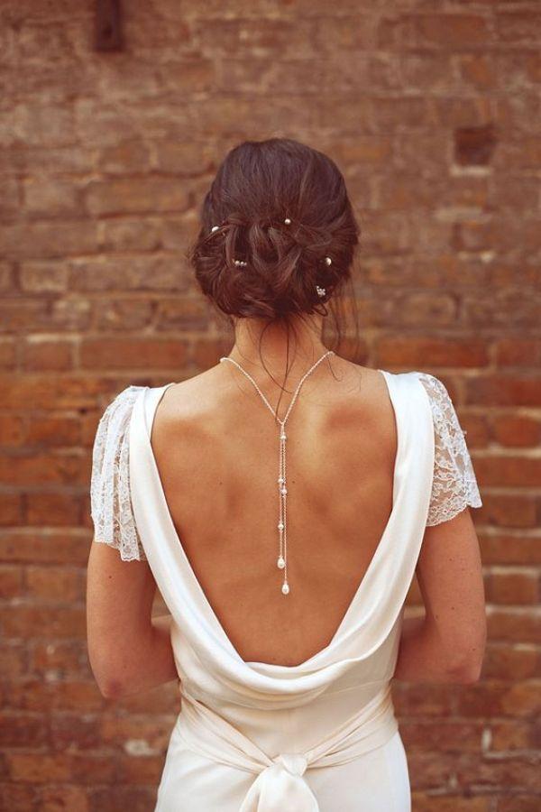 collar espalda con perlas