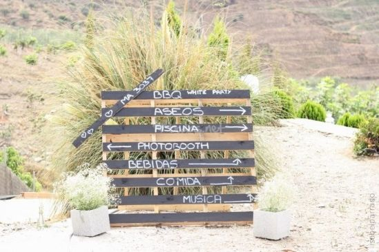 cartel boda madera