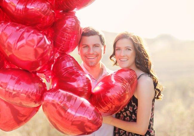 pre boda inspirada en San Valentin retrato con globos