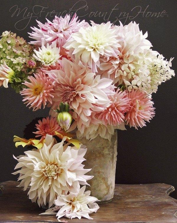 ramos de novia con dalias colores pasteles