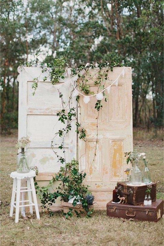 decoración de bodas rústicas con puertas