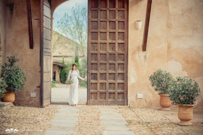Boda de destino en Toscana llegada novia Editorial con aires a la toscana