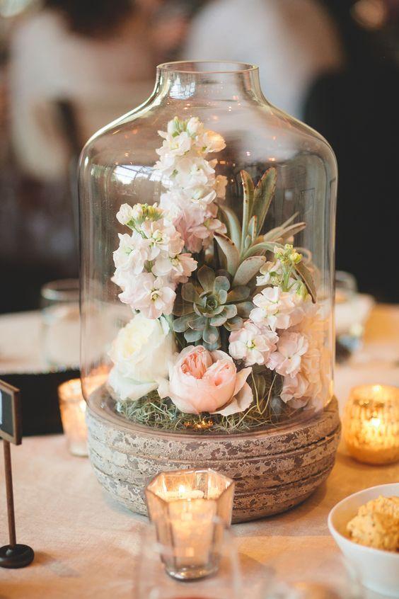 centro de mesa suculenta y velas