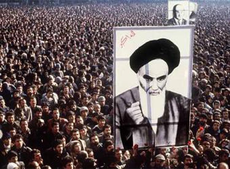Irã, 1979: a revolução foi consequência de um golpe dos Estados Unidos e da Inglaterra para derrubar um governo democrático
