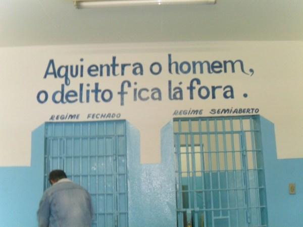 A frase dessa unidade da APAC em Itaúna reflete o espírito da coisa