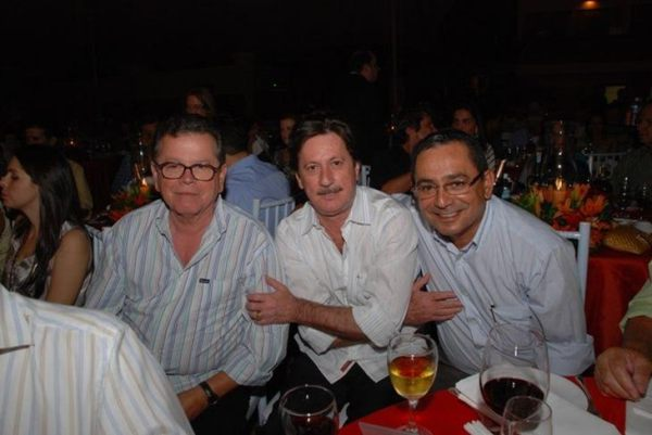 Alberico, ex diretor da Globo (esq.), em leilão de gado promovido pelo dono da Brasif, amigo de FHC