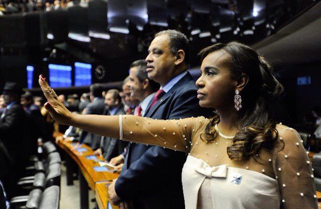Resultado de imagem para tia eron  representa  o brasil