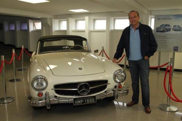 Oswaldinho e um de seus carros raros (e caros)