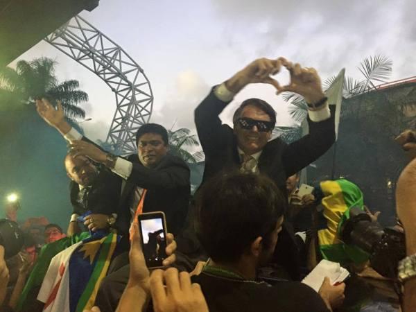 Bolsonaro no aeroporto do Recife