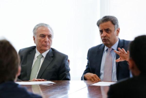 Michel Temer em reunião com o Ministro da Integração Nacional, Helder Barbalho, Senador, Aécio Neves e prefeitos de municípios de Minas Gerais. Foto: Marcos Corrêa/PR