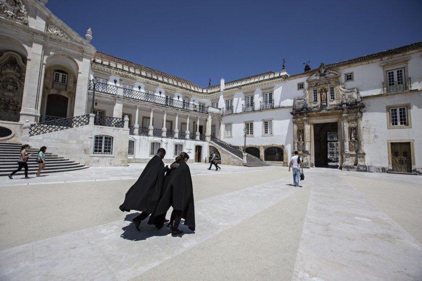 Euro a R$ 6 e pandemia provocam retorno massivo de alunos brasileiros de Portugal