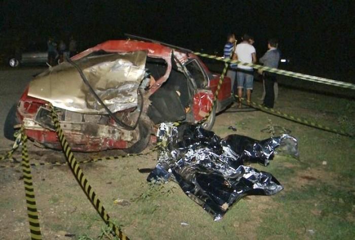 O acidente entre os dois carros aconteceu entre cidades de Paulista e São Bento. Veja!