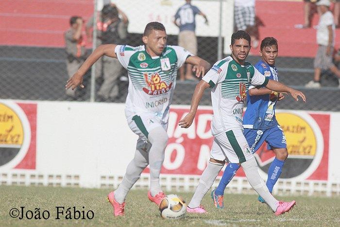 Sousa conseguiu segurar o empate jogando fora de casa (foto: João Fábio)