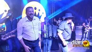 Prefeito Roberto Baima no palco de Toca do Vale