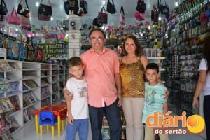 Empresário Durval de Sousa, mulher e filhos