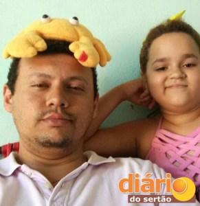 Gabrielle com o tio em Cajazeiras