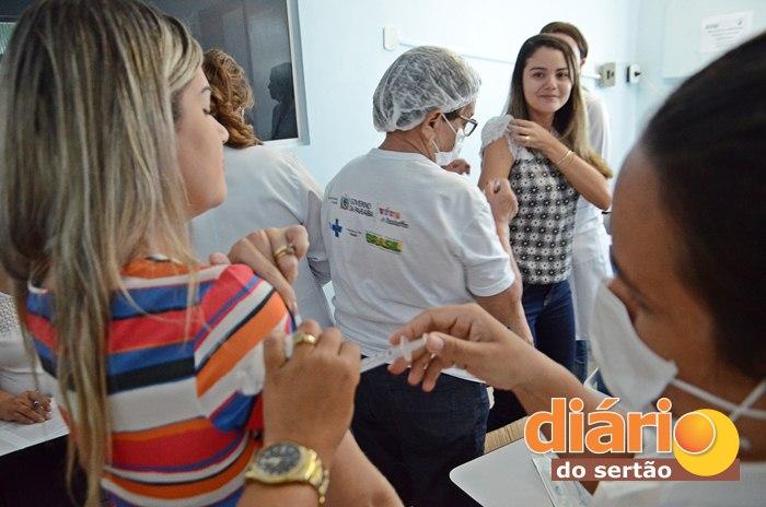 Funcionários do Hospital Regional de Sousa foram vacinados (foto: Charley Garrido)