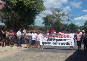 Faixa esperando o governador Ricardo Coutinho