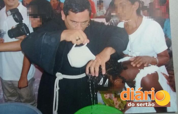 Falso padre realizou centenas de batismos (foto: reprodução/polícia civil)
