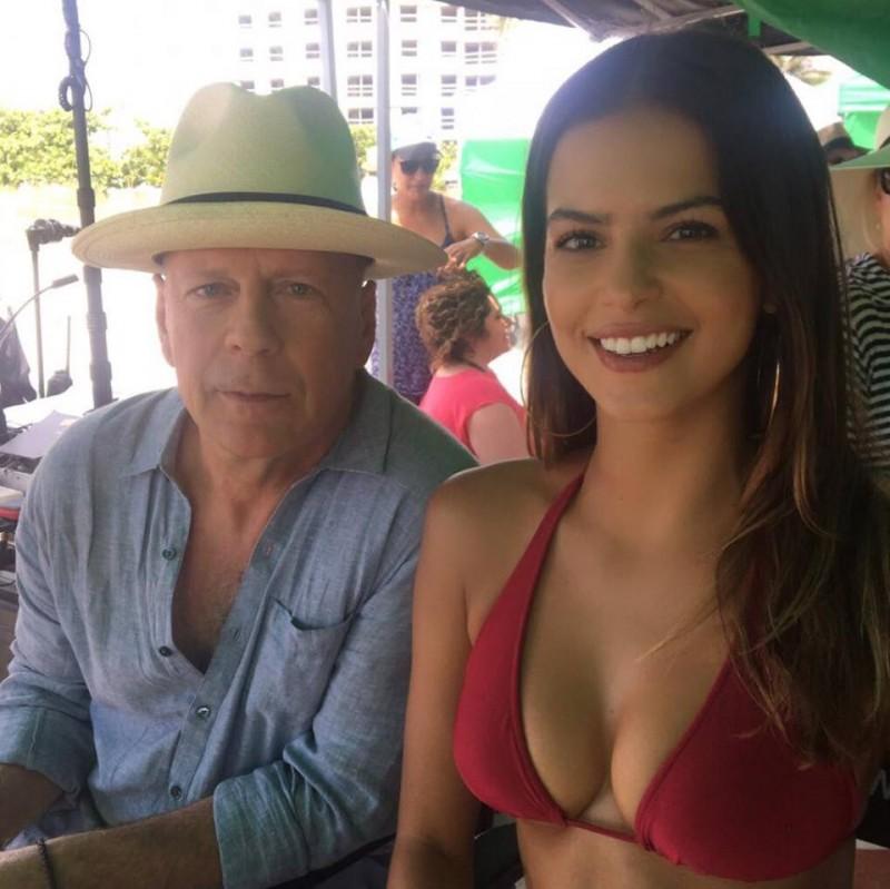 Bruce Willis e Marcela Braga (Foto: Reprodução)