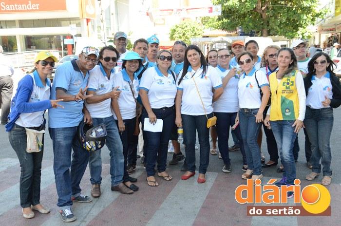 Agentes de saúde realizaram mobilização pelas ruas de Sousa (foto: Charley Garrido)