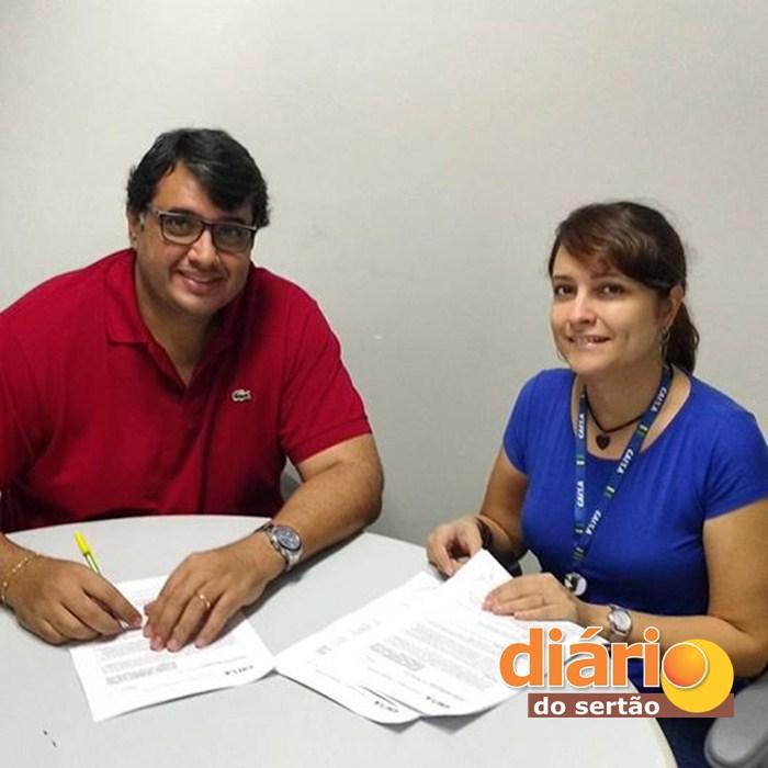 André assinou três convênios para a cidade de Sousa (Foto: Divulgação)