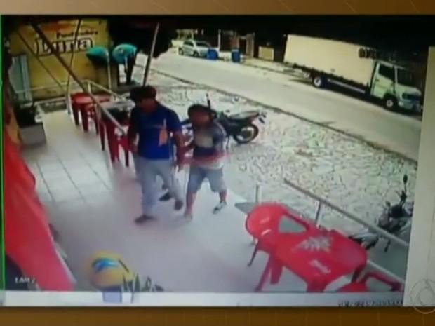 Crime aconteceu em padaria no bairro do Jardim Luna, em João Pessoa (Foto: Reprodução/TV Cabo Branco)