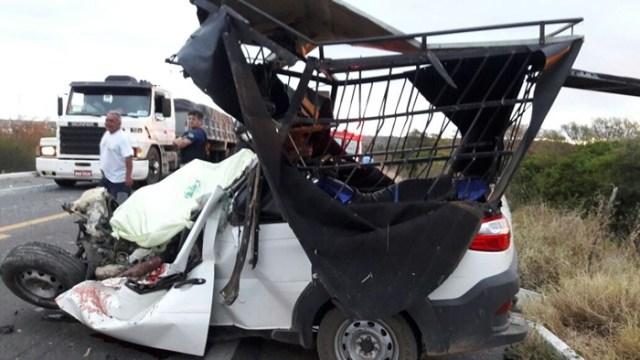Duas pessoas morreram no acidente (Foto: Reprodução/WhatsApp)