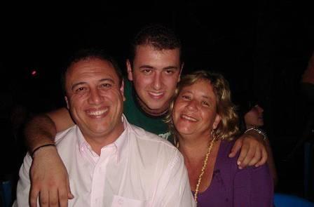 Pedro Bismarck com o filho, o músico Pedro, e a mulher, Maria (Foto: Arquivo pessoal)